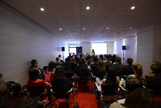 Vista desde detrás de los asistentes a la charla de SiteMinder en Bilbao,