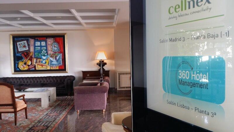 Cartel de los cursos de 360 Hotel Management en Hotel Los Abetos