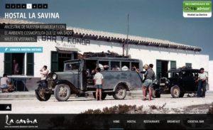 foto antigua del hotel la savina en formentera con autobus antiguo