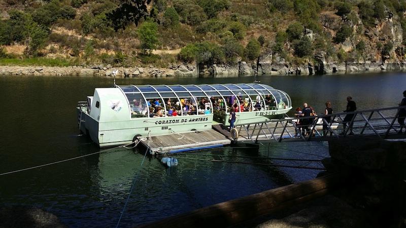 Barco de las arribes del duero