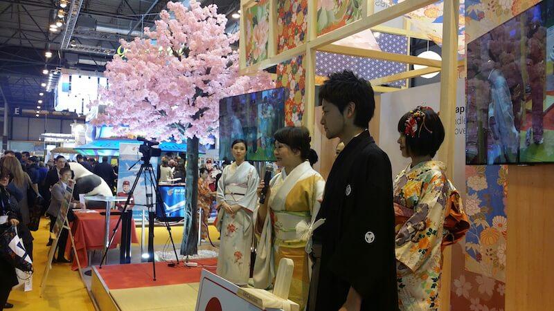 japoneses en el stand de fitur 2016