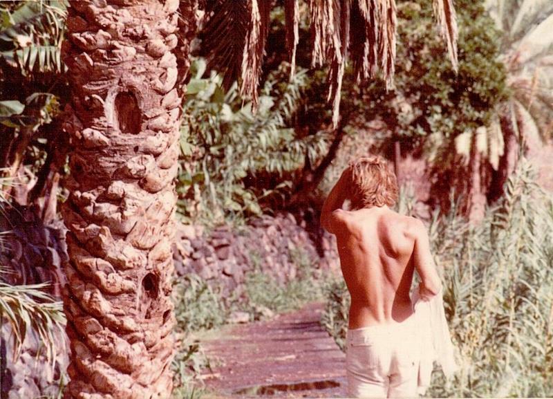 DE espaldas caminando hacia Igueste