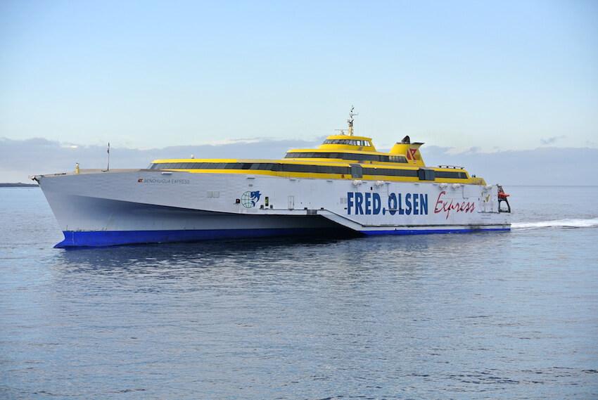 Uno de los barcos de Fred Olsen en Tenerife