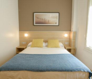 cama de la habitacion azul de la pension kursaal