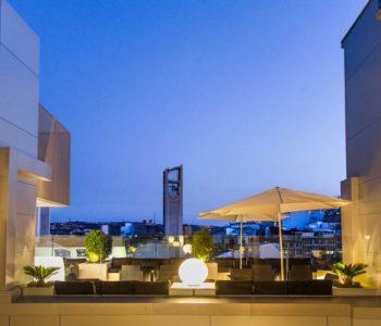 vistas nocturnas del hotel plaza en a coruña