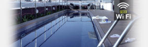 terraza de la residencia con piscina