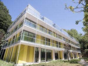 fachada del green nest hostel en san sebastian