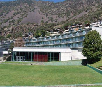 fachada del hotel andorra park
