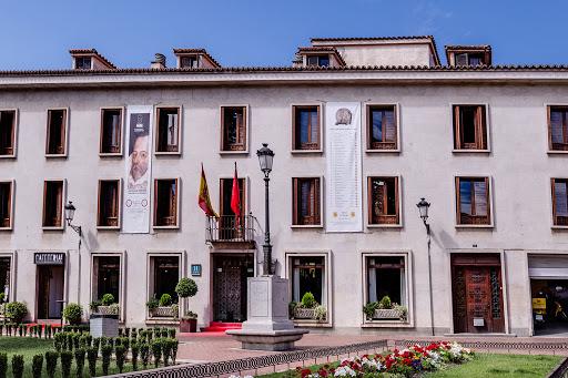 fachada del hotel el bedel