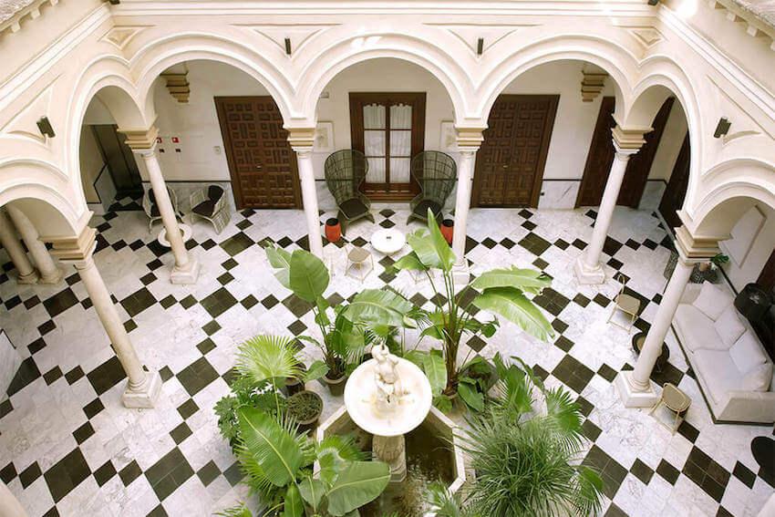 hotel palacio de villapanes patio principal sevilla