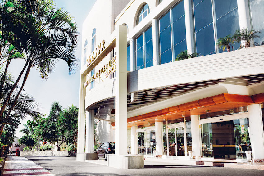 Fachada del Arona GRAN HOTEL EN PLAYA DE LAS AMERCIAS,