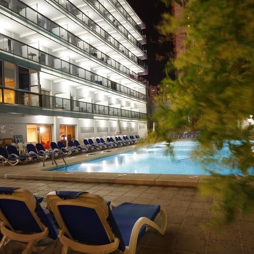 Piscina del Hotel Perla en Benidorm