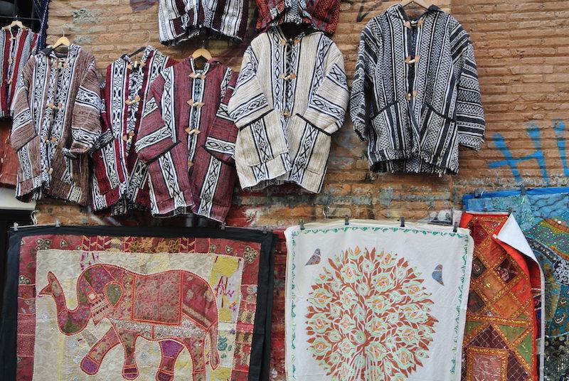 De compras por el barrio judio de Granada.