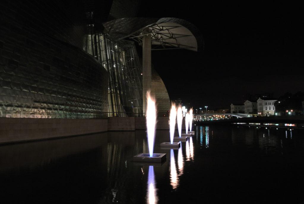 El Guggenheim de noche. Bilbao.