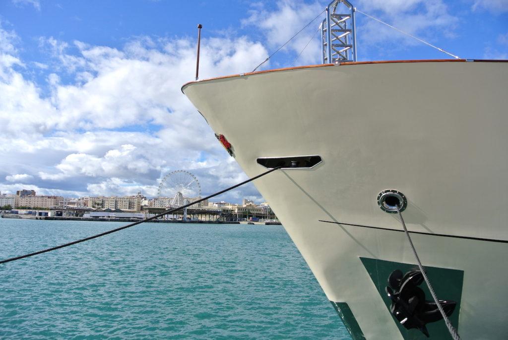 Precioso barco panameño en el puerto de Málaga.