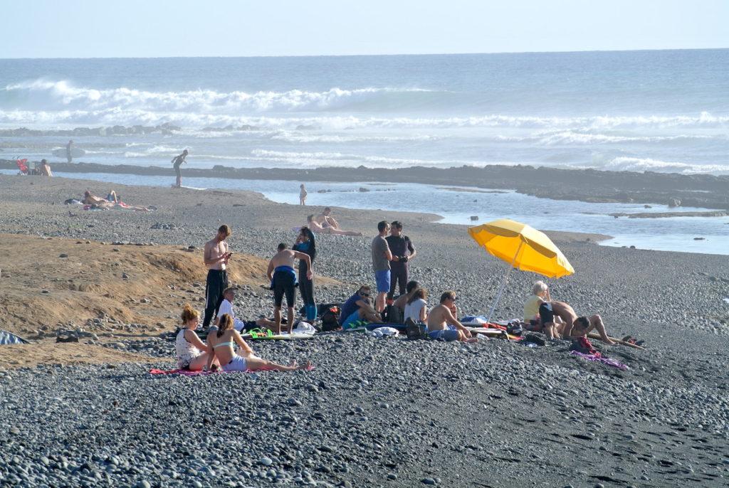 La Playa de Las Américas, mucha roca pero buenas olas!
