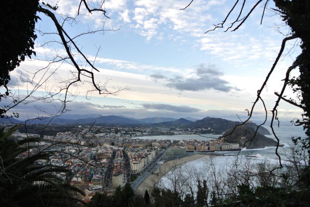 Esta perspectiva de San Sebastián no es de las mas habituales pero es muy original.