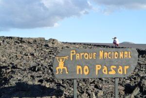 Nuestro fotógrafo Eduardo, disfrutando de las imágenes que nos dió el Parque Nacional Timanfaya, en Lanzarote.