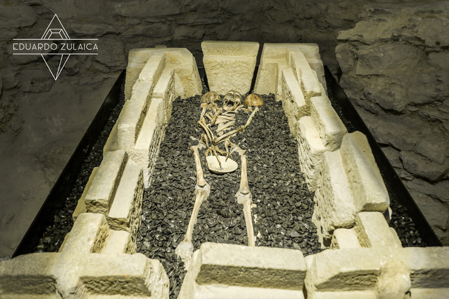 Enterramiento en el museo de la Catedral de Santa María, en la zona excavada recientemente.