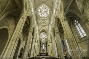 El interior de la catedral es muy elegante.