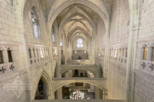 En esta foto vemos las paredes interiores y las columnas pandeadas.
