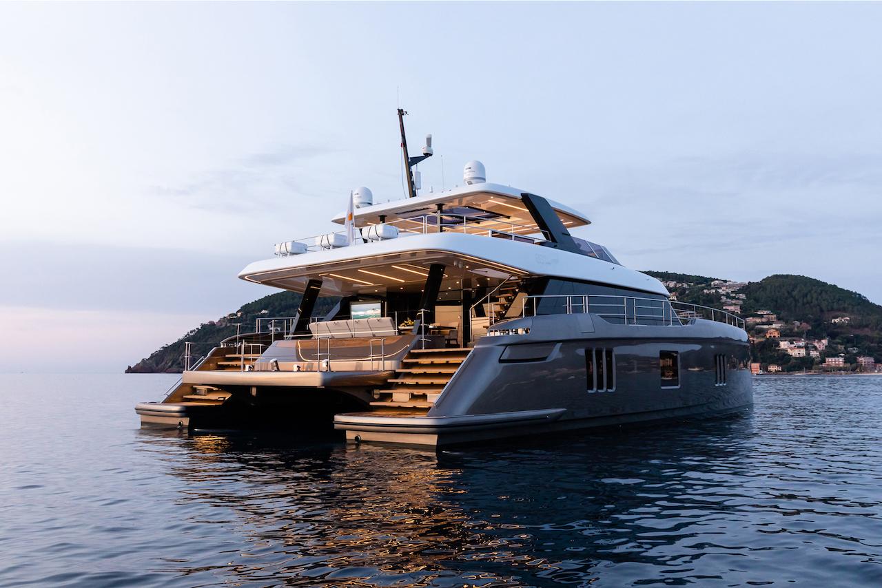 El Catamarán de Rafa Nadal y el motor (de reservas del hotel)